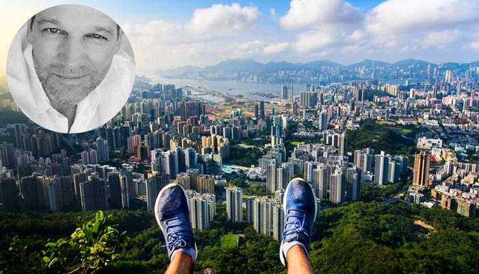 Hongkong Skyline und Porträt Kai Böcking; Foto: iStock.com/Creative-Family; privat