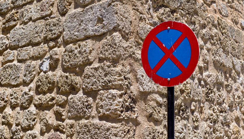 Parkverbotsschild; Foto: iStock.com/malven57