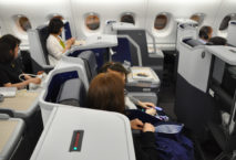Die Business Class in der ANA All Nippon Airways A380. Foto: Andreas Spaeth