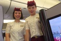 Flugbegleiterinnen Qsuite Qatar Airways; Foto: Michael Möser