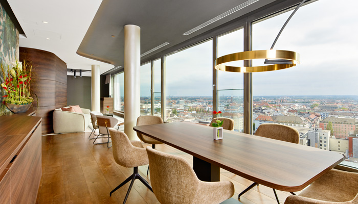 "Der Board-Room ""Alpenblick"" im neuen NH Collection München Bavaria. Foto: NH Hotel Group"
