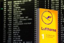 Abflugschild mit Lufthansa-Schild; Foto: iStock.com/Pradeep Thomas Thundiyil