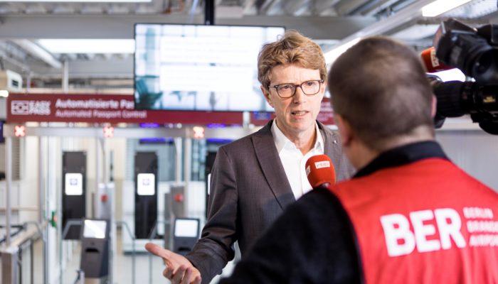 """""""Der Termin steht: Der BER eröffnet am 31. Oktober 2020"""", so BER-Chef Engelbert Lütke Daldrup. Foto: © Thomas Kierok / Flughafen Berlin Brandenburg GmbH"""