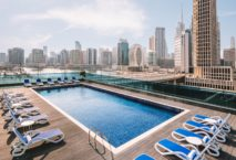 Mit spektakulärem Blick auf den Hafen und Downtown Dubai District: Radisson Blu Dubai Canal View. Foto: Radisson Hotel Group