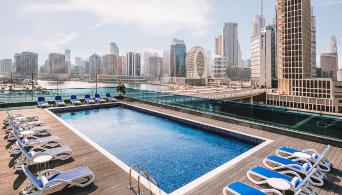 Mit spektakulärem Blick auf den Hafen und Downtown Dubai District: Radisson Blu Dubai Canal View. Foto: Radisson Hotel Group