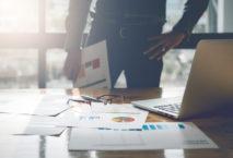 Im Vergleichstest: kaufmännische Lösungen für Geschäftsreisende. Foto: iStock.com/Natee Meepian