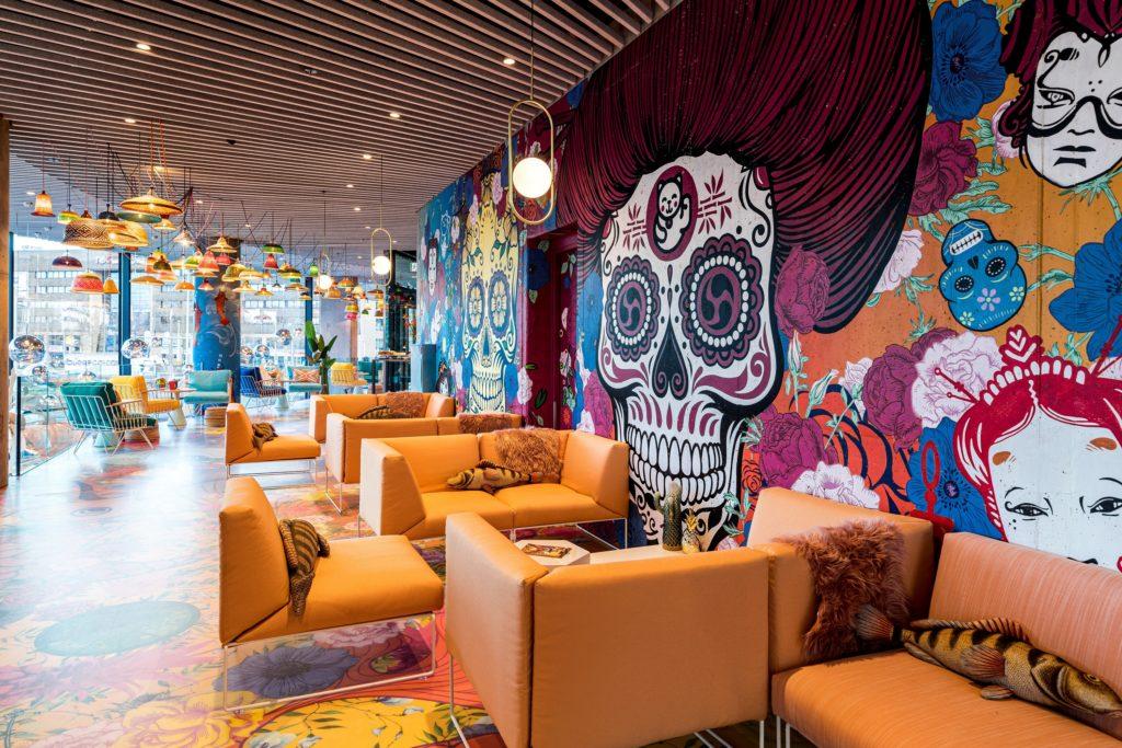 Lobbybereich im nhow Amsterdam RAI; Foto: NH Hotel Group