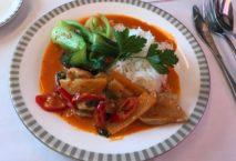Mahlzeit in der Business Class der Singapore Airlines. Foto: Sabine Galas