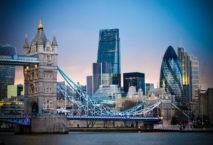 Vollständig geimpfte EU-Bürger können bald ohne Quarantäne nach Großbritannien reisen. Foto: iStock.com/Starcevic