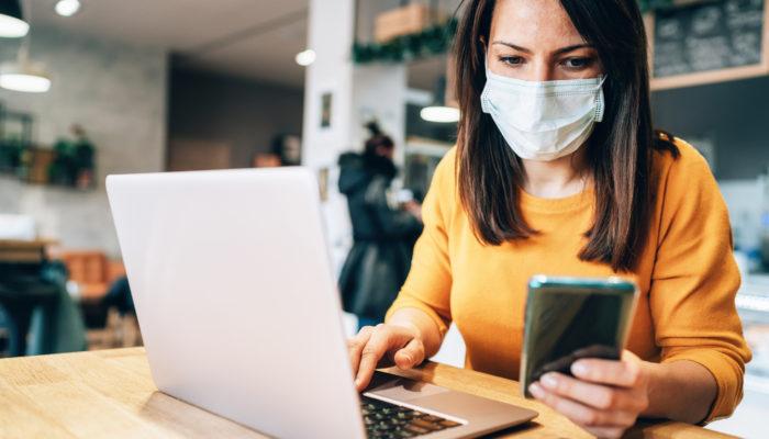 Die Corona-Warn-App soll die User frühzeitig vor möglichen Infektionsherden warnen. Foto: iStock.com/filadendron