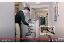 Im NYX Hotel München spielt der Roboter Butler. Foto: YouTube/Say Hello to JEEVES