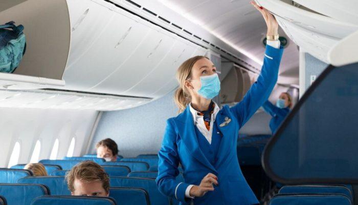 Fliegen nur noch mit Maske. Foto: KLM