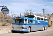 Klassischer Vintage-Greyhound-Bus in Arizona. Foto M. Kaercher/iStock