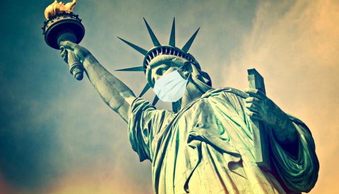 Freiheitsstatue mit Maske Foto: iStock/Delpixart